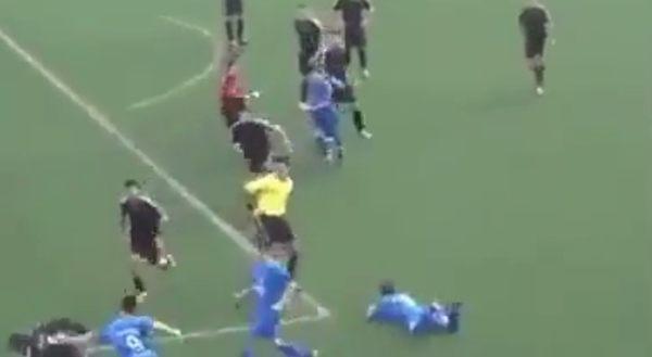 サッカーで追いかけっこ
