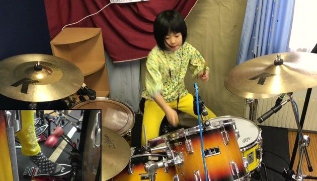 8才のドラム少女