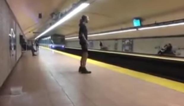 電車を動かす男