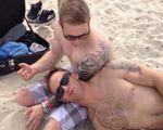 米兵の砂浜でのイタズラ (1)