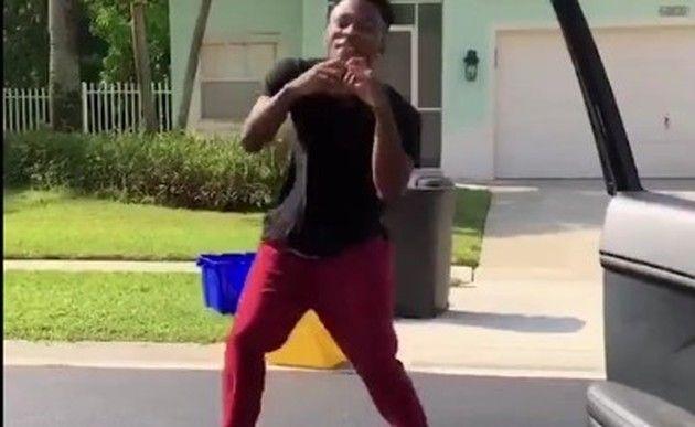 踊って車に轢かれる黒人