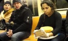 地下鉄でケーキ