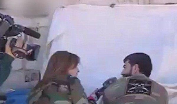 シリアでカメラマンが撃たれる