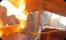 カーレースの事故で炎上