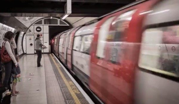 地下鉄の目の錯覚電車