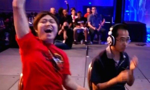 格闘ゲームの大会で逆転負けする日本人