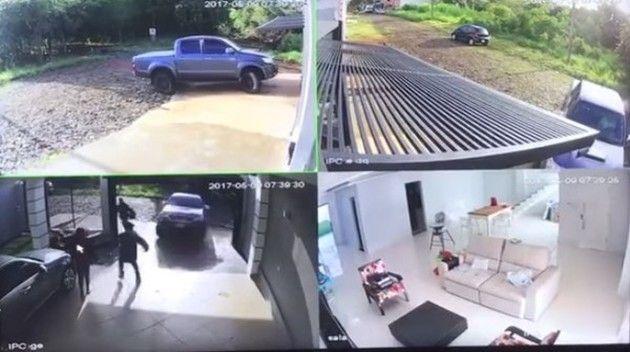 自宅に泥棒で車突っ込む