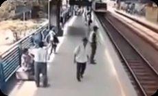飛び込み自殺を止める警官