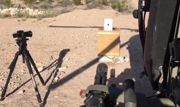 ヘリコプターの機銃でIPADを撃ち抜く