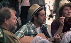 ホームレスの隣で歌を歌う