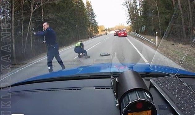 警官の撒きびし