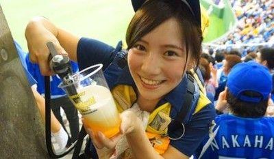 東京ドームのビールの売り子
