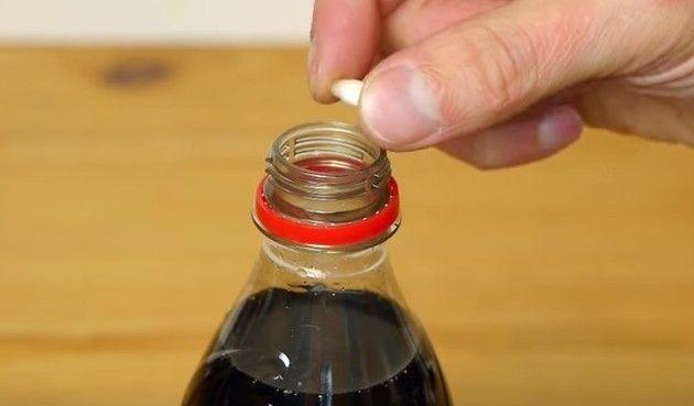 コーラで歯は溶けるのか?