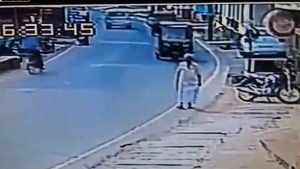 ものすごい直接的な交通事故インド