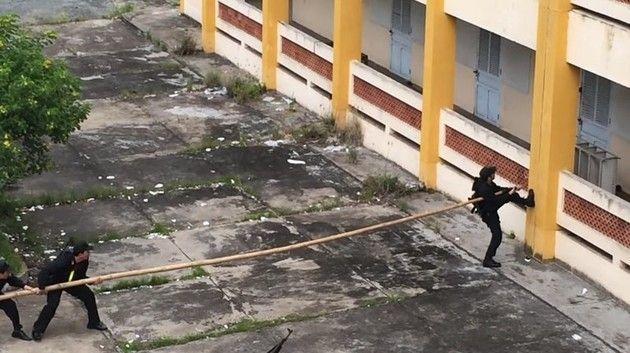 ベトナム特殊部隊の壁の上り方