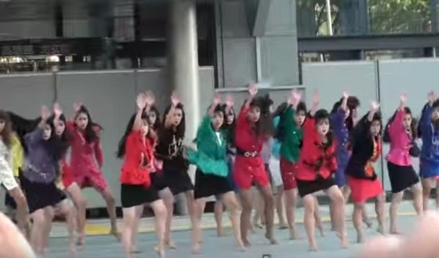 大阪府立登美丘高校のダンス