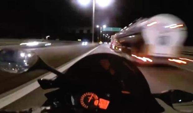バイクの高速道路暴走