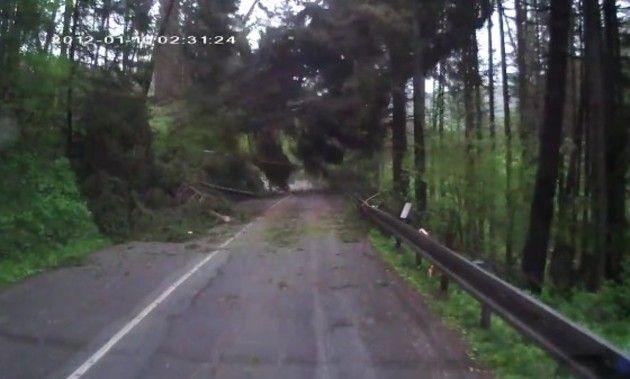 山崩れの車載カメラ映像