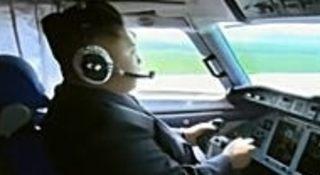 金正恩が飛行機を操縦