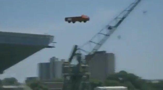 空母からトラック射出