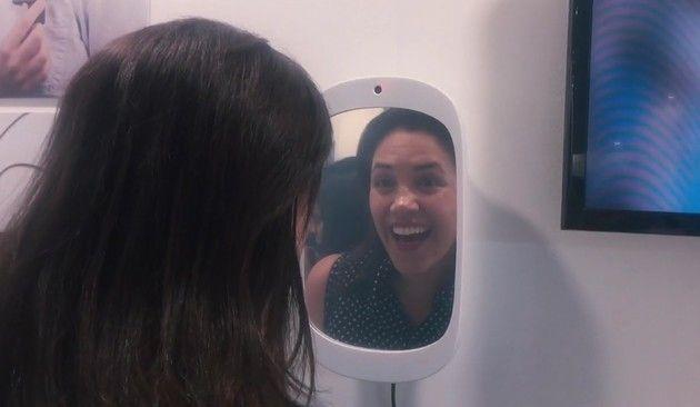 笑顔を探知する鏡