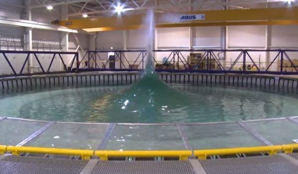波を作れる人工プール
