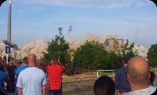 ビルの爆破解体で飛んでくる石