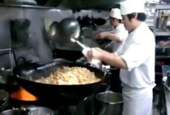 巨大中華料理を作る人