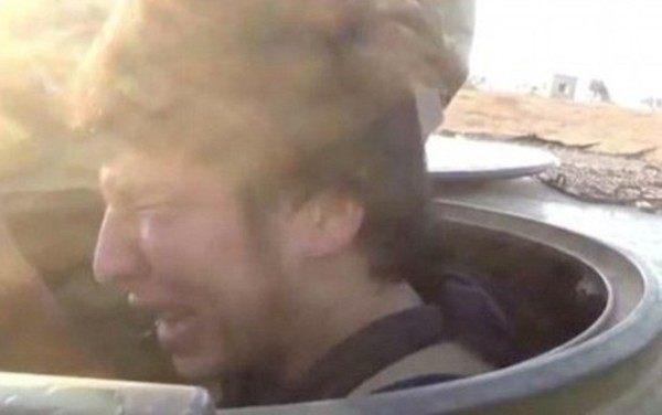 ジハードで泣く若者