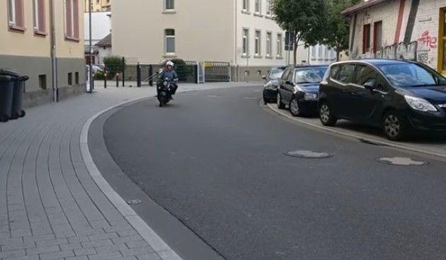 凄い音のバイク001