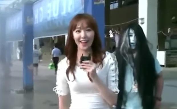 お化けに驚く韓国の女子アナ